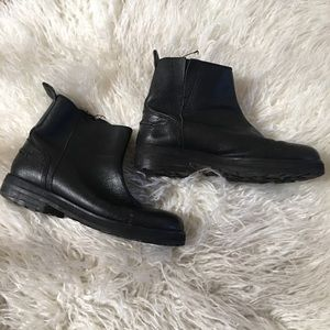 Urban Outfitters Leather Chelsea Boot